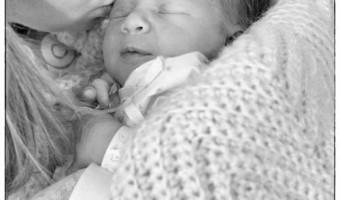 Newborn Photo Mommy and Me via @redheadbabymama