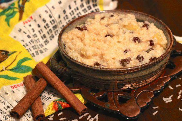 Fast Breakfat Porridge with apples, raisins and cinnamon!