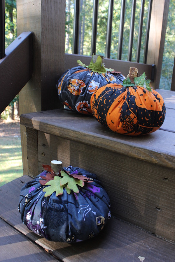 Halloween Fabric Pizza Pan Pumpkins... a craft by Redhead Baby Mama
