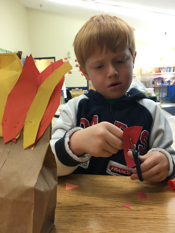 Thanksgiving Paper Bag Turkey Craft for a quick centerpiece for your fall tablescape!